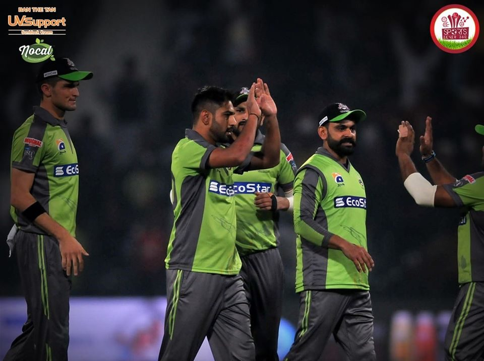 Lahore Qalandars celebrate a wicket in PSL