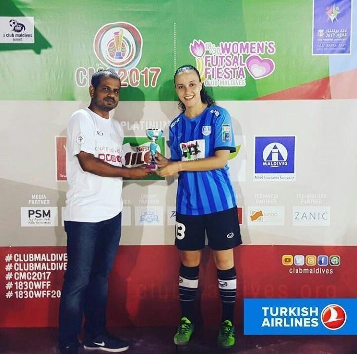 Neide collects her award in the Maldives