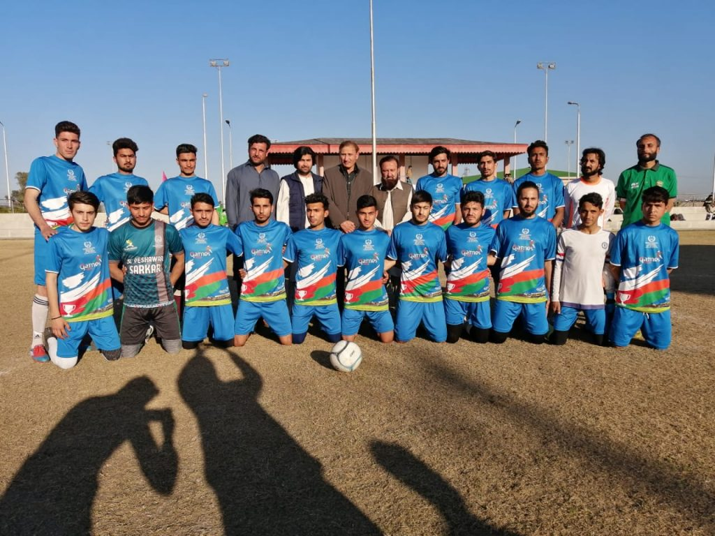 wadan durrani with his teammates, coaches and management football team
